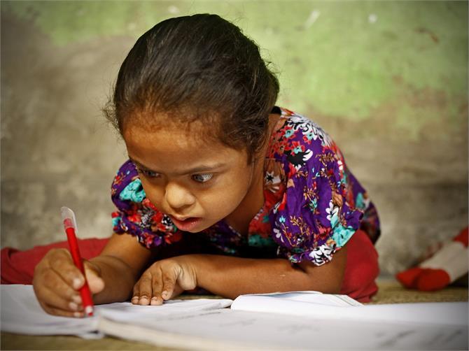 Image result for आपके बच्चों के हाथों से छीन सकती है पेंसिल व पेन, पढ़ें यह खबर